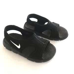 Nike baby boy sandals. Sz 6
